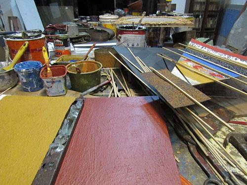 Detalhes do atelier do Artista plástico Eymard Brandão - pincéis e cores